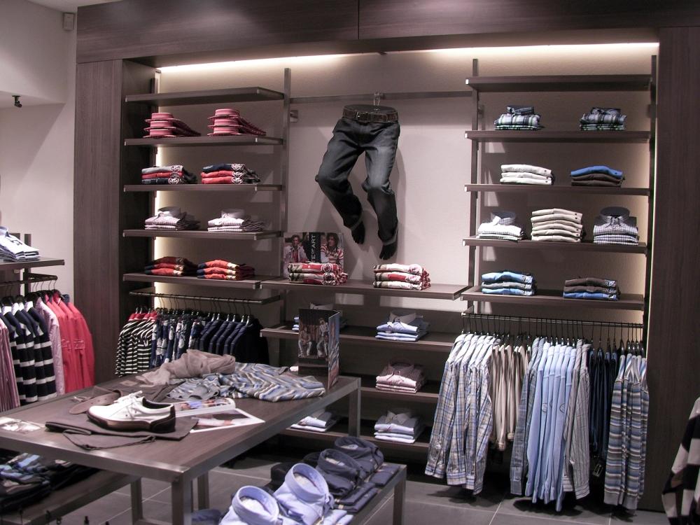 3287 abbigliamento arredamento negozi display gambe for Arredamento negozi