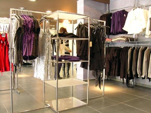 3274 arredamento negozi colonna abbigliamento appenderia for Arredamento in plexiglass