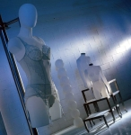 3206 arredamento negozi tavoli torsi abbigliamento