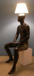 3379 lampada uomo nero seduto