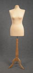 5458 busto sartoriale donna color ecru base trepiedi tappo tondo legno chiaro