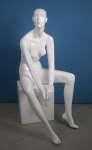 651 donna manichino laccato lucido stilizzato seduto