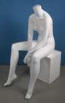 803 donna seduto manichino stilizzato senza testa
