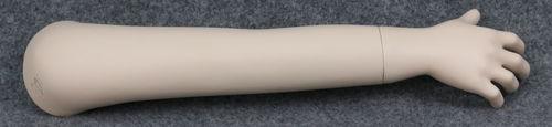 001 BRACCIO 19B - Braccio usato con mano da bambino