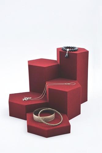 015 81 ESPOSITORE ESAGONALE GRANDE BOX - Confezione espositore componibile esagonale grande in poliuretano floccato 9pz.