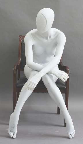 025 ALIX 18 - Manichino seduto stilizzato da donna