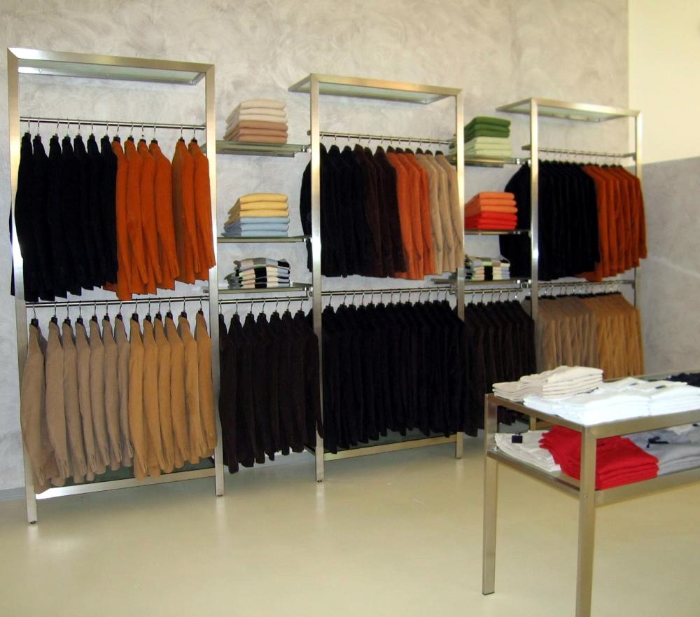 Negozi arredamento sarzana arredamento per negozi di for Arredamento per negozi abbigliamento
