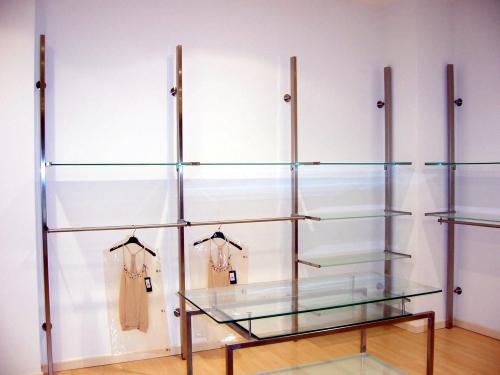 0361 arredamento negozi abbigliamento tavolo struttura for Arredamento per negozi abbigliamento