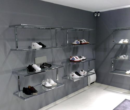 0363 arredamento negozi scarpe espositori for Negozi arredamento on line