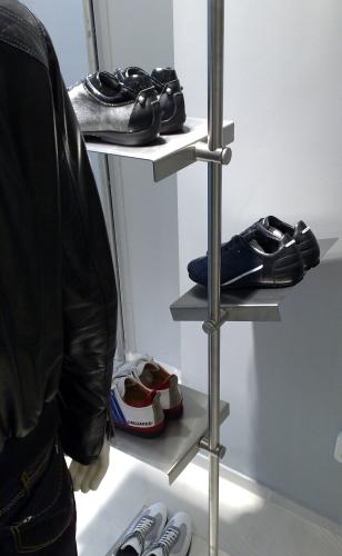 0368 arredamento negozi scarpe espositore for Negozi arredamento on line