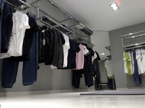 0373 arredamento negozi abbigliamento struttura for Arredamento per negozi abbigliamento