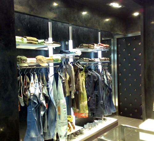 0375 arredamento negozi montante luminoso abbigliamento for Arredamento per negozi abbigliamento