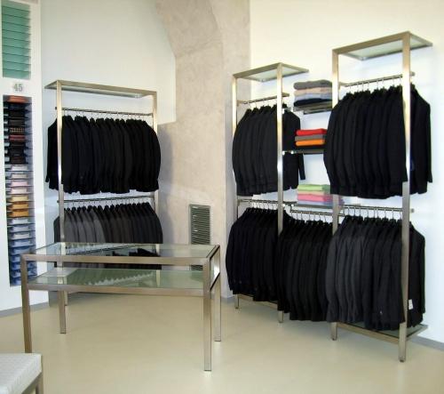 Foto m 0443 arredamento negozi appendiabiti for Arredamento per negozi abbigliamento