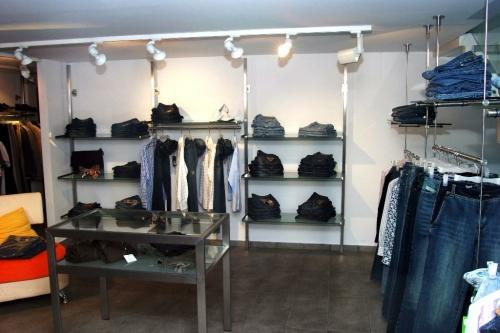 0453 arredamento negozi tavolo struttura ripiani for Forum arredamento galleria fotografica