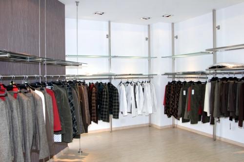 0460 arredamento negozi abbigliamento appendiabiti for Arredamento per negozi abbigliamento