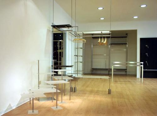 0528 arredamento negozi tavoli ripiani struttura espositori for Negozi tavoli milano