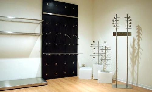 0533 arredamento cubi appendiabiti ripiani parete for Forum arredamento galleria fotografica