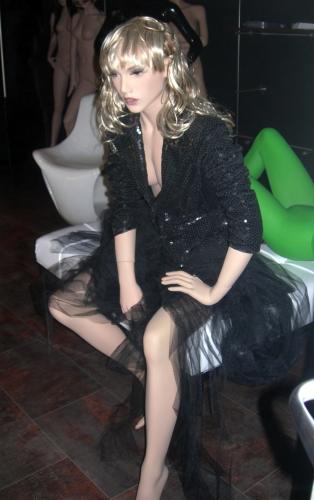 0568 arredamento negozi manichino donna realistico parrucca for Negozi arredamento on line