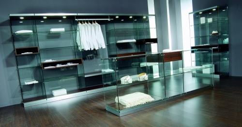 Foto m 0603 arredamento negozi vetrine vetro faretti con for Arredamento vetrine