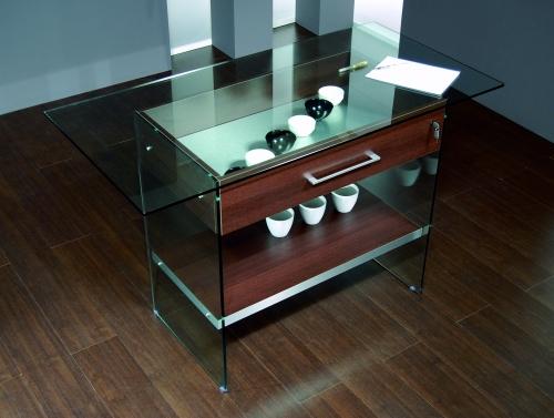 0620 vetrina tavolino ripiano vetro con cassetto serratura for Tavolino con vetrina