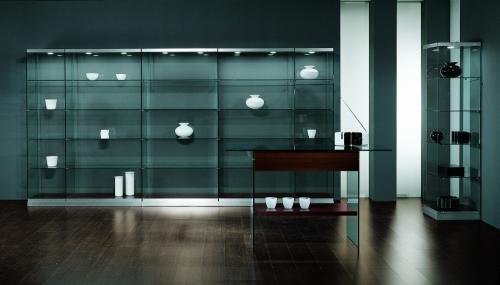 Foto m 0621 vetrine arredamento negozi ripiani vetro faretti for Arredamento vetrine