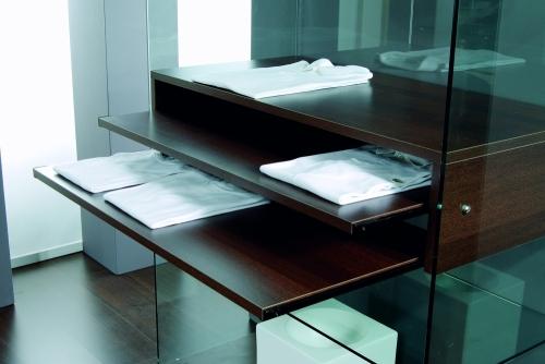 0626 vetrina vetro ripiani arredamento abbigliamento for Forum arredamento galleria fotografica