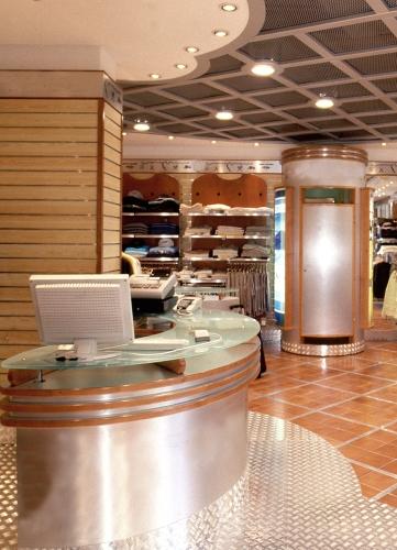 1141 arredamento negozi banco vendita display espositori for Arredamento vendita