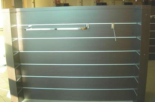 7192 arredamento negozio usato gondola con appenderie for Arredamento estetista usato