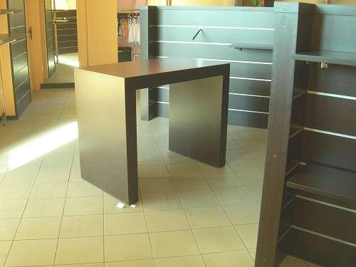 Arredamento negozio usato tavolo