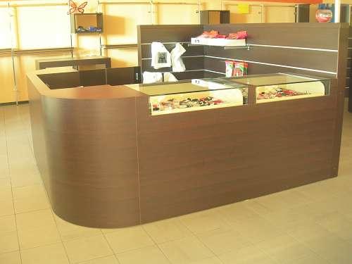 7200 arredamento negozio usato banco con cassetti vetrina for Arredamento per parrucchieri usato