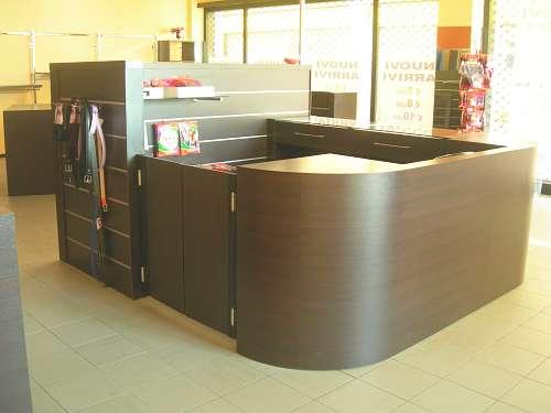 7203 arredamento negozio usato banco cassa for Arredamento per ufficio usato