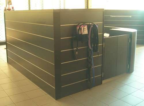 7206 arredamento negozio usato banco gondola for Arredamento esterno usato