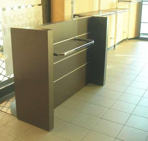 7209 arredamento negozio usato elemento gondola per vetrina for Arredamento per parrucchieri usato