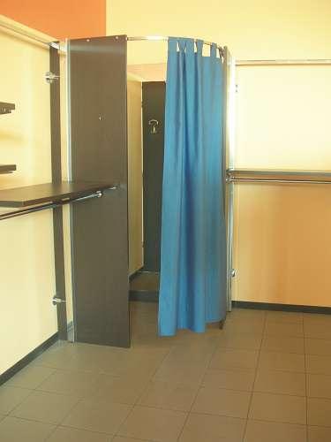 7212 arredamento negozio usato camerino for Arredamento per ufficio usato