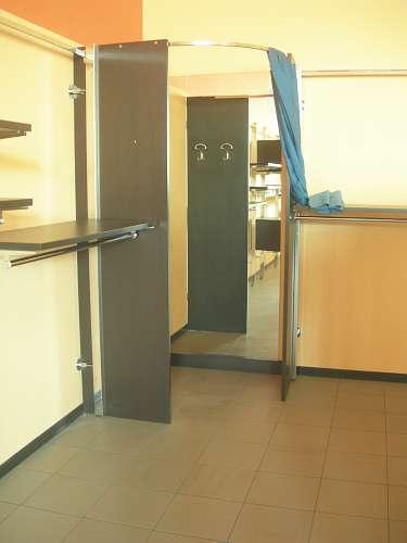7213 arredamento negozio usato camerino for Arredamento usato